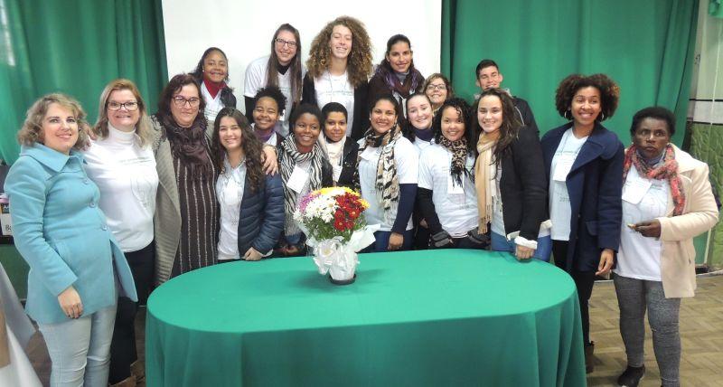 Organização da jornada reúne alunas das turmas 23E e 32A do curso Normal