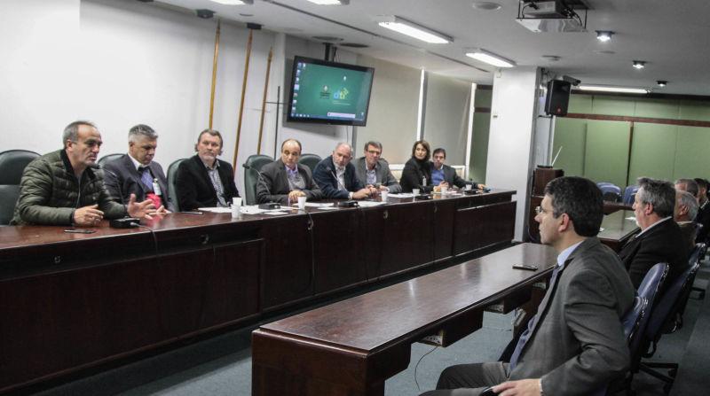 FRENTES Parlamentares reuniram-se ontem