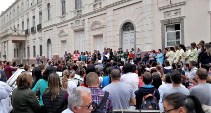 Santa Casa quita folha de agosto mas trabalhadores mantêm mobilização