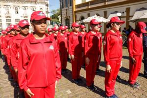 Bombeiros Mirins, composta por 30 crianças de 10 a 12 anos de escolas públicas que participam da primeira turma, integrando o Pacto Pelotas pela Paz.