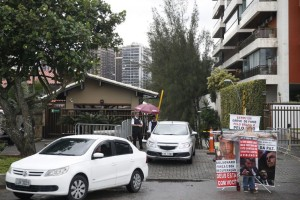 Entrada do condomínio onde mora o presidente eleito Jair Bolsonaro, na Barra da Tijuca - Tânia Rêgo/Agência Brasil