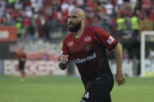 Eder Sciola segue como artilheiro do Brasil na Série B: seis gols Foto: Carlos Insaurriaga/Brasil/Divulgação