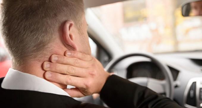 Dirigir por longas horas aumenta risco de problemas na coluna