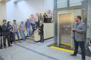 O investimento nos três elevadores – incluindo obras de adaptação e rampas de acesso – foi de cerca de R$ 700 mil.