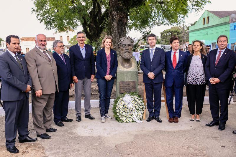 BUSTO do escritor Luis de Camões inaugurado no Largo de Portugal
