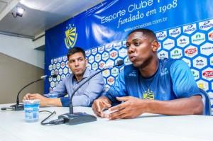Tatá é apresentado oficialmente como contratado do Pelotas: foi o primeiro a ser anunciado pelo clube