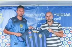 Sangaletti apresenta Cleiton: zagueiro alto, técnico, canhoto e com boa saída  de jogo