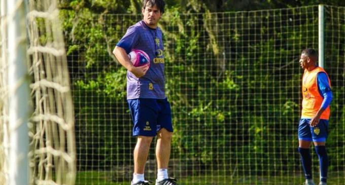 Gavilán ganha mais tempo para prepara time do Pelotas