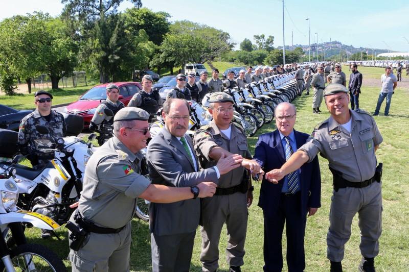 Sartori  entrega viaturas à BM em um dos seus últimos atos como governador