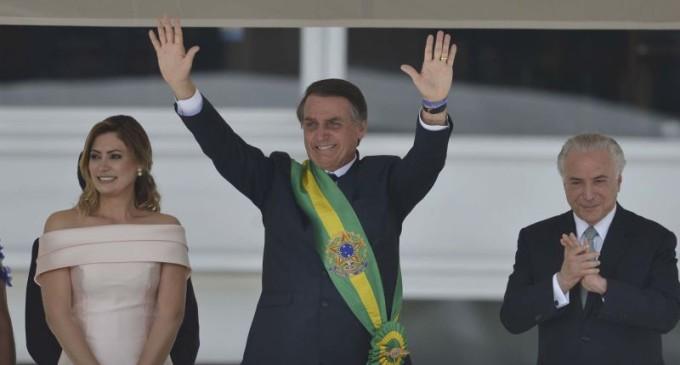 """NOVO PRESIDENTE DO BRASIL : """"Uma das minhas prioridades é proteger e revigorar a democracia"""" , diz Bolsonaro"""