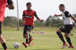 """TRABALHOS só """"caseiros"""" até a estreia diante do Caxias dia 20 FOTO: Carlos Insaurriaga/AI GEB Especial DM"""