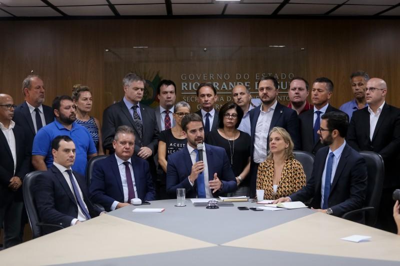 EDUARDO realizou ontem a primeira reunião com o secretariado