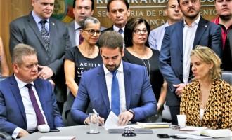 Eduardo assina decretos para contenção de despesas. Veja todos os pontos