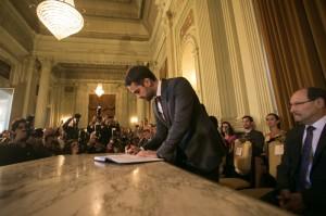 Assinatura do termo de posse ocorreu ontem no Palácio Piratini