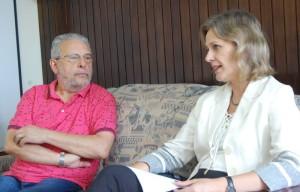PAULA Mascarenhas visitou ontem o DIÁRIO DA MANHÃ tendo sido recebida pelo jornalista Hélio Freitag