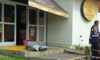 HOMICÍDIO : Jovem é morto com seis tiros e os autores são presos pela BM