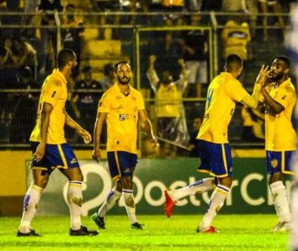 Com gol de Felipe no segundo tempo, o Pelotas conquistou a primeira vitória na Boca do Lobo