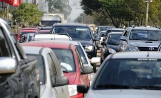 Licenciamento 2018 vence em 30 de abril para veículos com placas final 1, 2 e 3