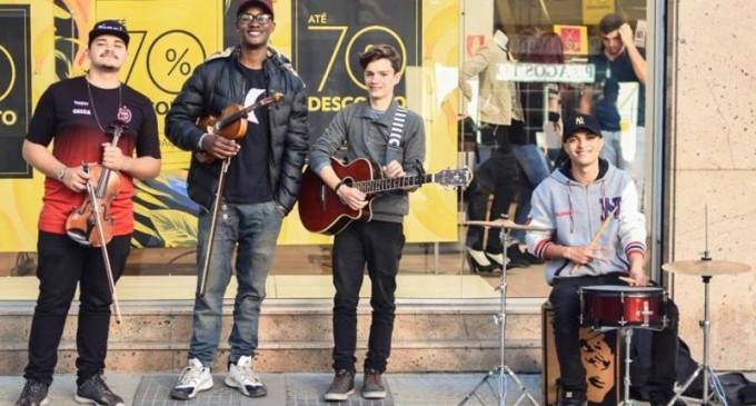QUARTETO TOCA NO CALÇADÃO: Nesta quinta às 15h, apresentação dos jovens do grupo Cia. Musical