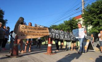 SANTA TEREZINHA  : Moradores bloqueiam rua em protesto pelos alagamentos