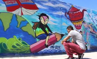 Colégio Simon transforma muro em painel de grafites para comunidade