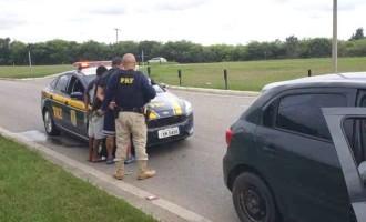 FLAGRANTES : Polícia Rodoviária prende jovens armados na BR