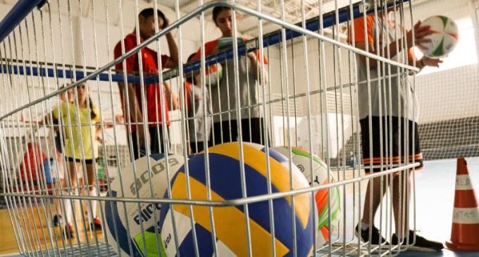 Prefeitura oferece aulas de vôlei gratuitas no projeto Sacada Cidadã