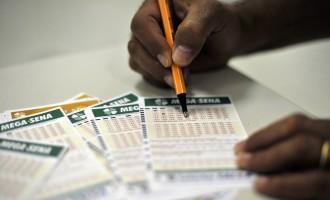 MAIOR PRÊMIO DO ANO : Mega-Sena sorteia neste sábado prêmio de R$ 105 milhões
