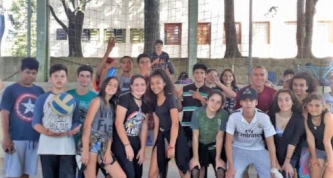 ESCOLAS MUNICIPAIS : Projeto da Prefeitura oferece aulas de vôlei