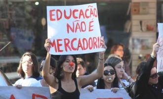 EDUCAÇÃO  : Trabalhadores paralisam hoje