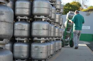 Em algumas revendas do município, botijão de 13 quilos chega a custar R$ 78,00 com entrega