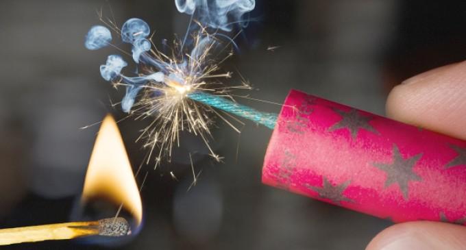Festas juninas: barulho dos fogos de artifício pode causar perda auditiva, especialmente em bebês e crianças pequenas