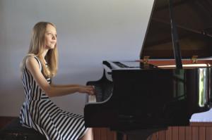 Mariaclara Welker tem 15 anos, e apresentou seu primeiro recital público com apenas oito anos de idade
