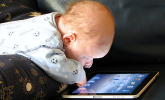 Uso excessivo de celulares e tablets desafia pediatras