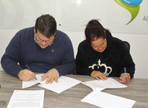 ALEXANDRE Garcia e Jussara Pontes assinam o contrato