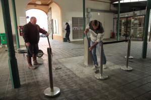 A instalação vai ser em um pedestal no corredor central do Mercado – nas proximidades das bancas 76 e 77 e da porta da rua Tiradentes –, com iluminação cênica e letreiro informativo.