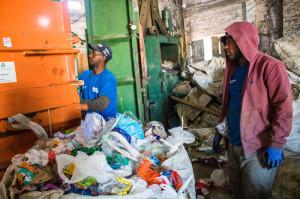 27.06.2019 -  Doação de máquina de prensar latinha para a Cooperativa de Reciclagem da Vila Castilhos - Foto Michel Corvello