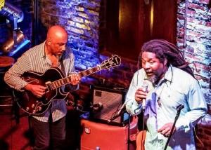 Tributo reúne o instrumentista Gilberto Oliveira e o intérprete Paulo Dionísio