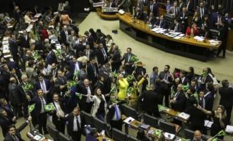 Câmara aprova texto-base da reforma da Previdência – Proposta teve 379 votos a favor e 131 contra