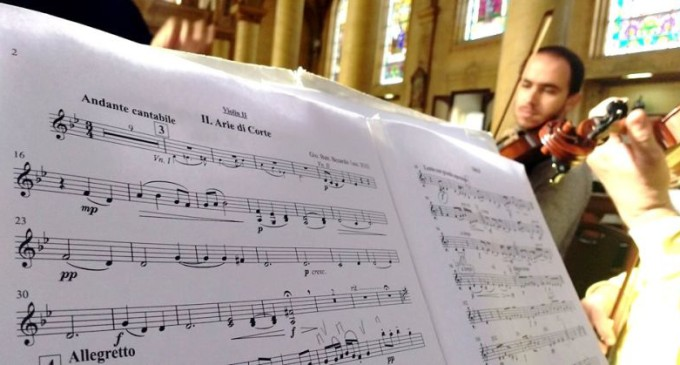 ENCONTRO DE CORDAS  : Acordes sincronizados para uma orquestra profissional