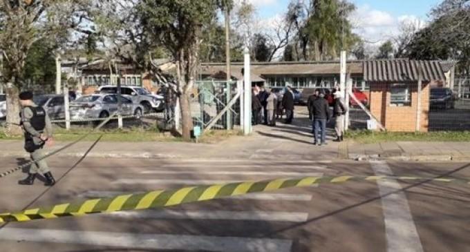 CHARQUEADAS :  Ex-aluno ataca professora e estudantes com machadinha