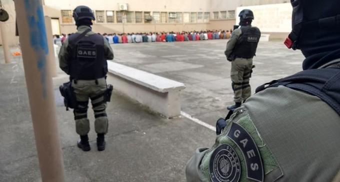 PRESÍDIO :  Agentes apreendem celulares, armas e drogas na galeria B