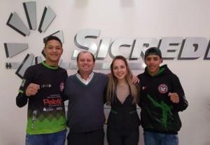 Atletas firmaram parceria com o Sicredi para disputar o nacional Foto: União Pelotense de Taekwondo