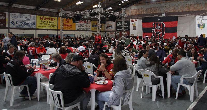 Grande público compareceu ao almoço estendido com atrações musicais
