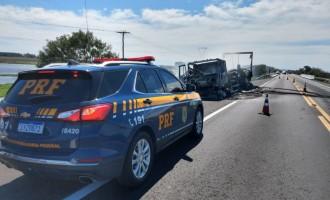 BR-116 : Caminhão pega fogo em Pedro Osório