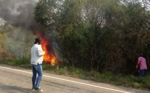Veículo foi queimado numa via de acesso a Piratini