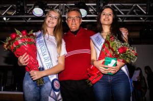 Vice-prefeito Idemar Barz com a rainha Helen Strelow Knabach e a princesa Jade Lima da Silva