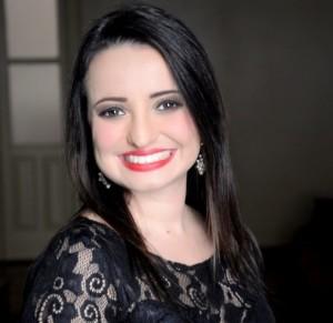 Jaguarense Renata Gonçalves ministra aulas de canto