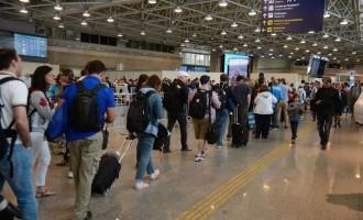 Taxa adicional cobrada na tarifa de embarque internacional vai ser eliminada no país