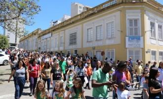 Vida e Paz na caminhada da Escola São Francisco de Assis